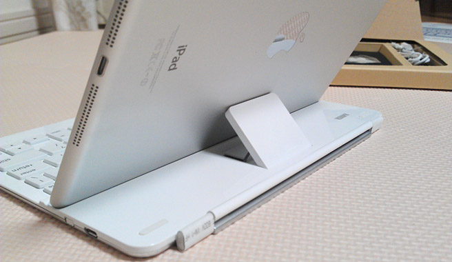 このようにiPadが立てかけられています