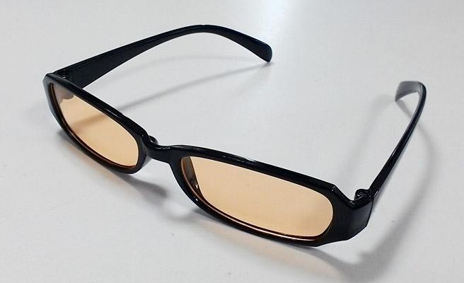 ブルーライトを約60%カットするメガネ