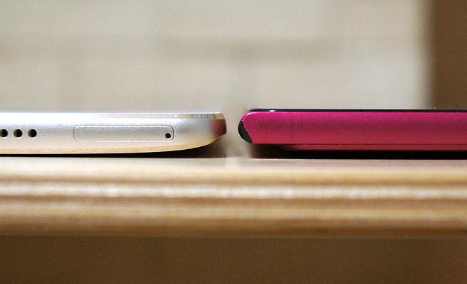 厚さをMemoPad 7と比較