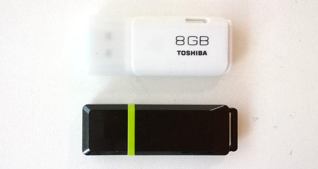 USBメモリは、こちらの2つ