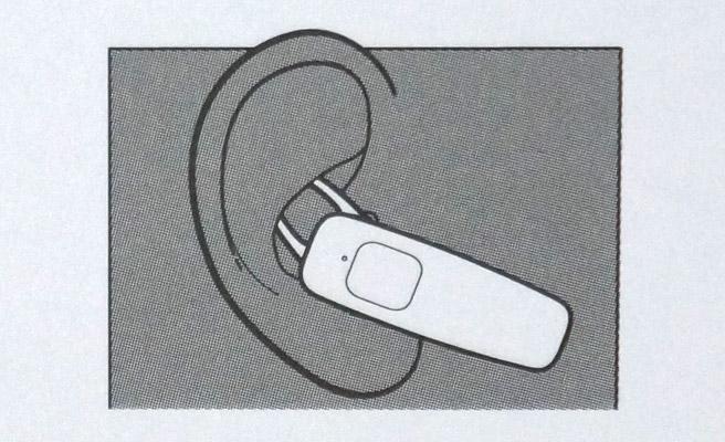イヤフォンの透明の部分が、イヤーチップになります。このイヤーチップを耳に装着するのですが、このようにつけるのは初めてなので、とまどいましたが、意外にもこれがすごいフィットするのです