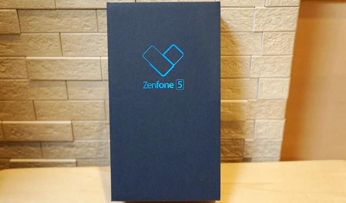 そして、こちらが「ASUS ZenFone 5」です!カッコいい化粧箱ですね