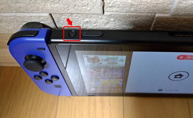 ニンテンドースイッチの再起動は、スイッチ本体の左上にある「電源ボタン」を3秒押し続けることでできます。3秒押し続けると「電源メニュー」が表示されますので、その中から「電源オプション」を選択して「再起動」を選択します。
