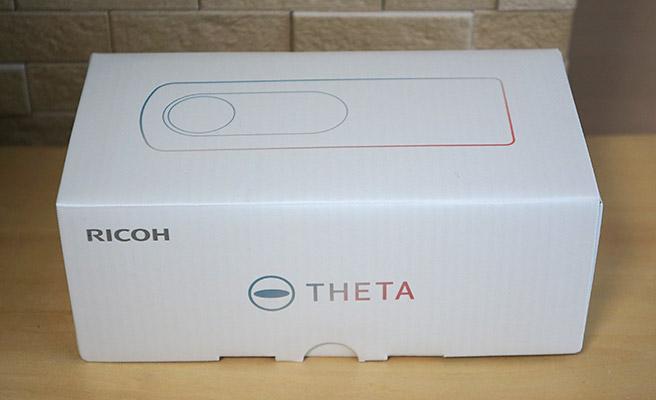 こちらが「RICOH THETA SC」の化粧箱になります。とてもシンプルですね。