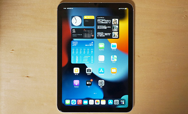 iPad mini 第6世代では、最近の新しいiPadのデザインを踏襲し、iPad Air 第4世代と同じようにベゼルが狭くなったデザインとなっています。