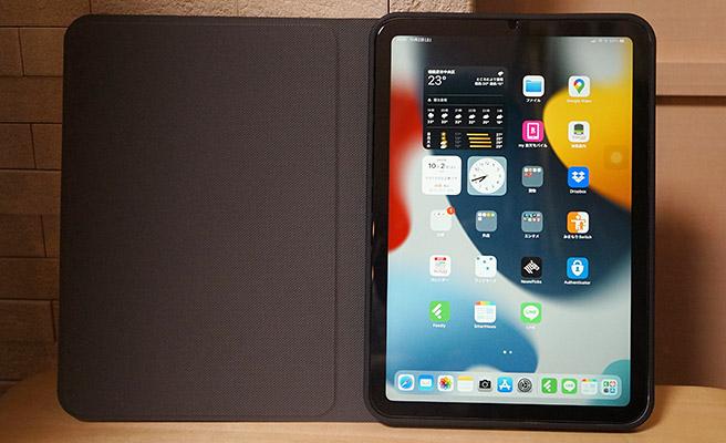 オートスリープ機能もついているので、カバーを閉じると自動的に電源が消えスリープ状態になり、カバーを開くと自動的にスリープが解除された状態になります。iPad mini 6にカバーを装着すると、こんな感じになります。